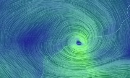 Cyclone shuts down ports and roads on Pilbara coast