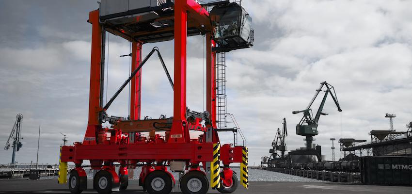 """New Kalmar straddle carriers for Italian """"mega port"""""""