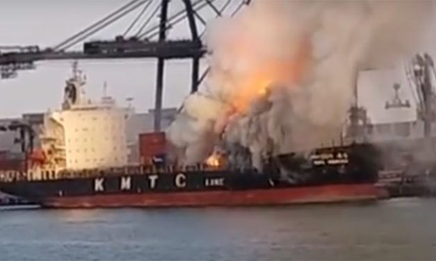 VIDEO: Spectacular blaze recorded on ship in Thailand