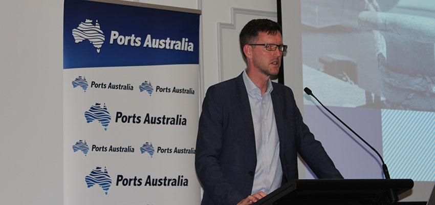 Queensland transport minister pushes coastal shipping reform