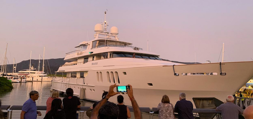 Superyacht ploughs into Cairns marina