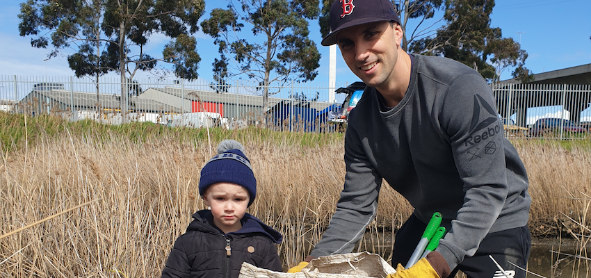 Port of Melbourne paddles against plastic
