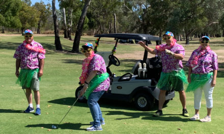 Port golfers defy croc to raise money for turtles