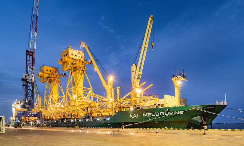 AAL delivers giant jib cranes
