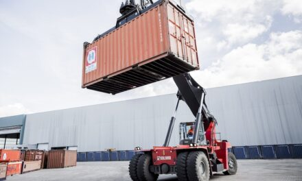 DP World Chile terminal orders reachstackers