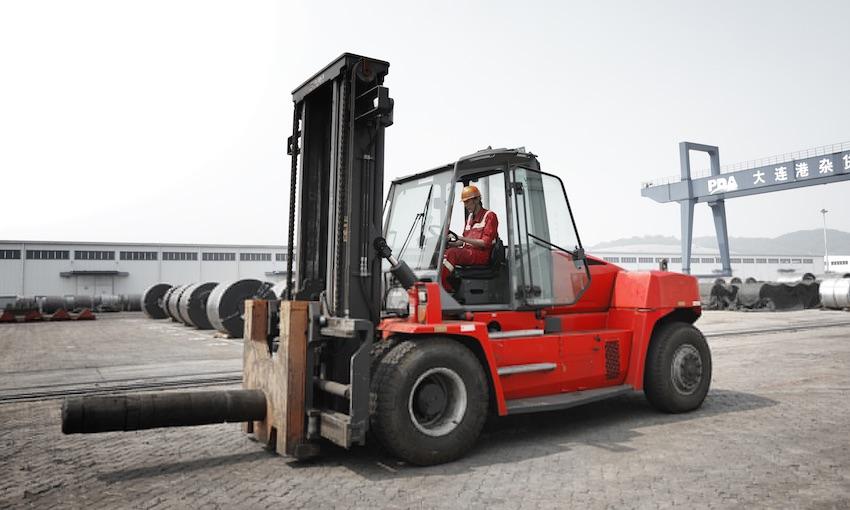 Forklift order for key Chinese port