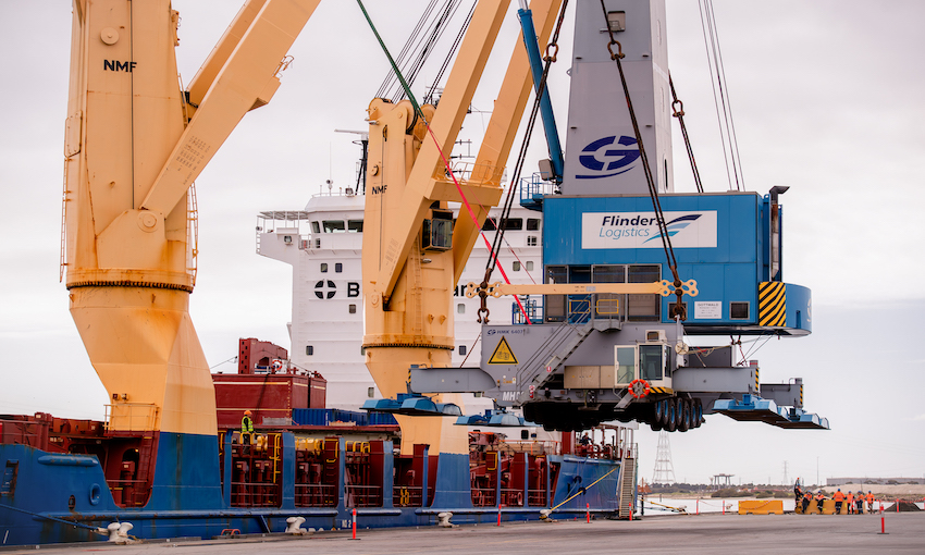 BBC Chartering moves crane between ports [WITH VIDEO]