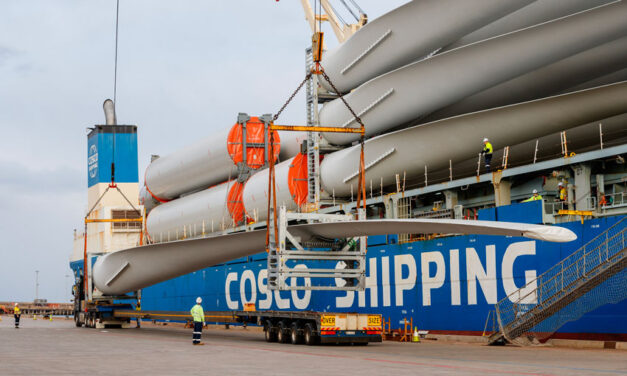 Giant wind farm components imported at Port Kembla (with video)