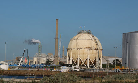 Wharfies call for nationalisation of Geelong oil refinery
