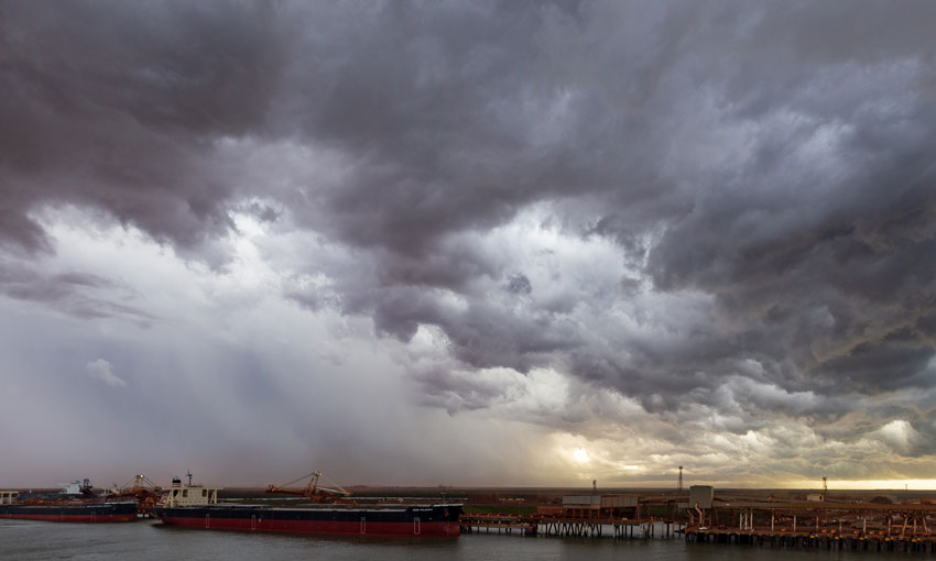 Ships cleared from Port Hedland ahead of wild weather