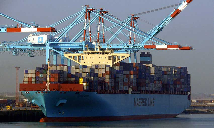 UPDATE: Maersk Essen berths at Lazaro Cardenas after container loss