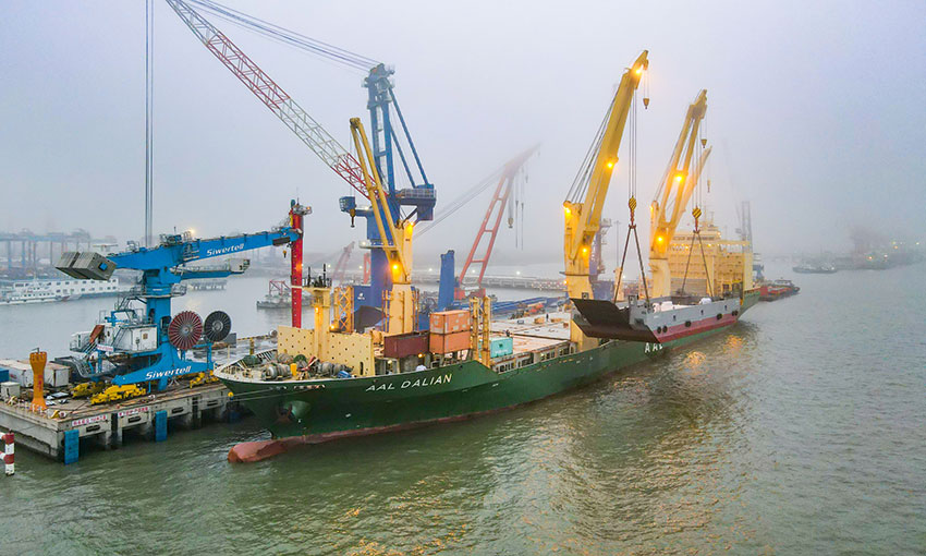 AAL ships giant barge to Tahiti