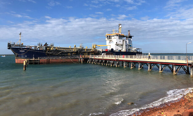 Dredge heads to Weipa
