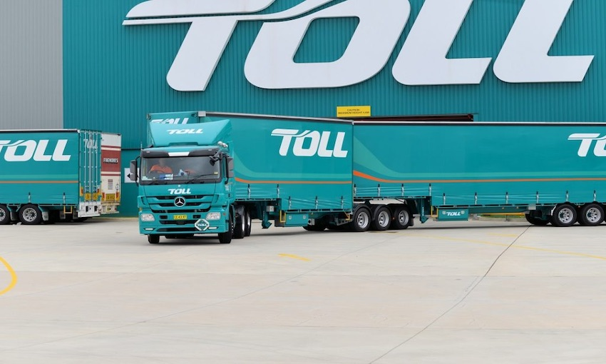 Truckies push for strike action at Toll