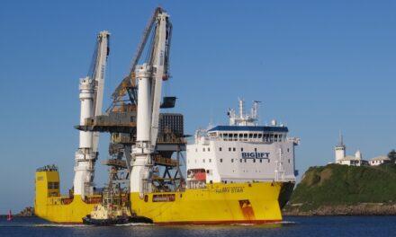 Newcastle receives its bulk ship unloader