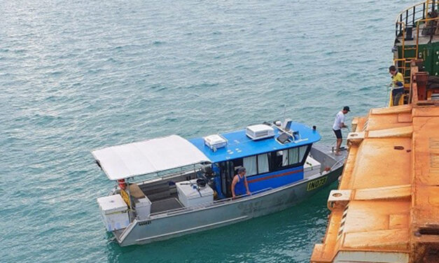 Cargo vessel aides NT fishing boat