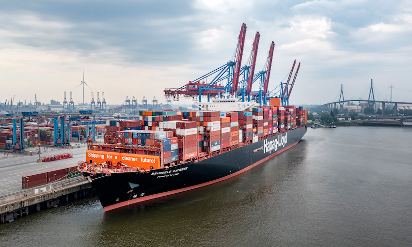 Container ship converted to LNG arrives in Hamburg